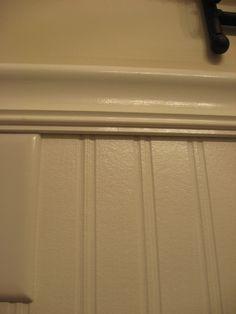 beadboard wallpaper - z.B. für kitchen pantry, hinter WC und andere kleine Ecken? Auch für Schränke möglich. Vor Ort bei Lowes und Home Depot danach schauen wegen Textur etc.