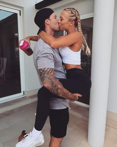 Relationship Goals Pictures, Cute Relationships, Fit Couples Pictures, Couple Goals Cuddling, Gym Couple, Gym Photos, Photo Couple, Boyfriend Goals, Cute Couples Goals