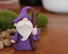 120 Easy And Simply To Try DIY Polymer Clay Fairy Garden Ideas. Polymer clay is a clay like material made from polyvinyl chloride (PVC), plasticizer and pigment. Fimo Polymer Clay, Polymer Clay Figures, Polymer Clay Projects, Polymer Clay Creations, Clay Crafts, Polymer Clay People, Fimo Kawaii, Clay Fairies, Fairies Garden