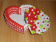Unknown artist - Quilled heart boxes (Searched by Châu Khang)