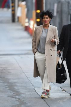 Tracee Ellis Ross Photos - Tracee Ellis Ross is seen at Jimmy Kimmel Live in Los Angeles, California. - Tracee Ellis Ross at 'Jimmy Kimmel Live' on November 16 Mode Outfits, Chic Outfits, Fashion Outfits, Womens Fashion, Mantel Styling, Mantel Outfit, Capsule Wardrobe, Tracee Ellis Ross, Mein Style