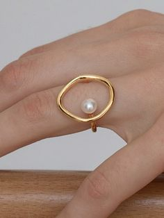 Modern and minimalist design. Material: Gold-plated brass & Natural pearl Size: Inner diameter: cm / US Size 6 Circle height: Pearl diameter: mm Dainty Jewelry, Cute Jewelry, Modern Jewelry, Pearl Jewelry, Jewelry Rings, Jewelry Accessories, Jewelry Box, Pearl Rings, Pandora Jewelry