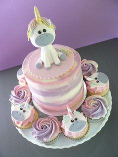 kinderparty feiern ideen kindergeburtstag einhorn torte fondantfigur