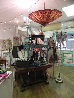 Market Stalls, Shop Fronts, Store Displays, Display Ideas, Thrifting, Gypsy, Shabby, Barn, Diy Crafts