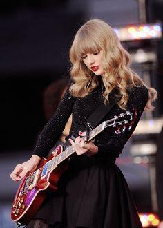 Estilo Taylor Swift, Long Live Taylor Swift, Red Taylor, Taylor Swift Pictures, Taylor Alison Swift, Taylor Swift Hair 2017, Taylor Swift Guitar, Miss Americana, Taylor Swift Wallpaper