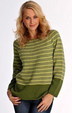 Den stribede sweater med rundt bærestykke er glatstrikket i smukke grønne farver