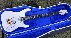 A short case video about new 27 inch scale baritone guitar. Guitar in Hiscox-case which is blue colored inside. The blue color works well with guitar arctic white color. Now all guitars can be also 27 scale length.