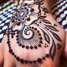 I'm just here living my best life while in bed... this is the longest virus/cough/cold i have ever had! (It's driving me a little bit insane but i am hoping for health today!)... what are you up to? #henna #henne #hennapro #hennameet #hennastain #mehndi #mehandi #mehndiart #mehndicone #mehndikajoeyhenna #mendi #mehandi