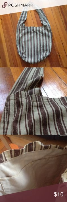 """🔴2for$5 Sale! Linen Shoulder Bag Linen with cotton lining. 16"""" deep, opens 16"""" wide. One strap. Two inside pockets. Inside shows some moderate wear but outside is in perfect condition. Bags Shoulder Bags"""