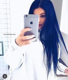 Kylie Jenner straight hair