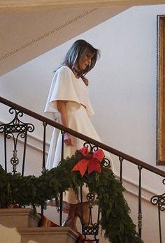 Donald And Melania Trump, First Lady Melania Trump, Donald Trump, Elegant Christmas, Christmas Decor, Melania Knauss Trump, Us First Lady, Trump Picture, Malania Trump
