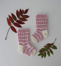 Slouchy Hat, Baby Knitting Patterns, Knitting Socks, Christmas Stockings, Elsa, Holiday Decor, Crafts, Diy, Ideas