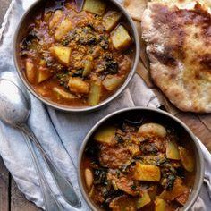 Indisk potatisgryta med naanbröd - Portionen under tian Vegan Dinner Recipes, Vegan Dinners, Vegetarian Recipes, Stew, Food To Make, Pesto, Curry, Food Porn, Good Food