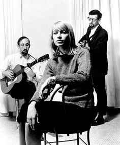 Mary Travers w Peter Yarrow and Paul Stookey. Mary died in 2009 at age of 72.