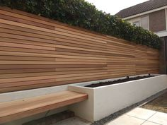 Rhombus profiel Tuin Garden The post Western Red Cedar schutting. Rhombus profiel Tuin Garden appeared first on Vorgarten ideen. Small Backyard, Red Cedar, Modern Garden, Garden Deco, Fence Design, Outdoor Fire Pit Seating