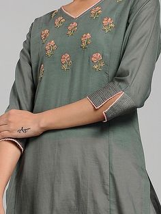 Kurti Sleeves Design, Sleeves Designs For Dresses, Kurta Neck Design, Dress Neck Designs, Sleeve Designs, Simple Kurti Designs, Fancy Blouse Designs, Kurta Designs Women, Kurti Embroidery Design