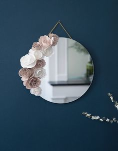 Le mois du DIY                                                                                                                                                                                 Plus Diy Room Decor, Bedroom Decor, 3d Wall Decor, Flower Mirror, Creation Deco, Diy Décoration, Home And Deco, Diy Projects To Try, Diy Wall
