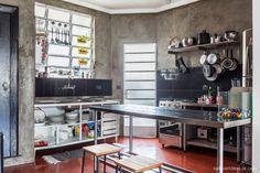 22-decoracao-cozinha-integrada-estilo-industrial-cimento-queimado