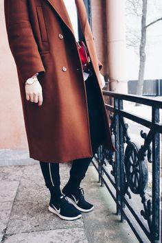 Nike black sneakers, H&M rusty wool coat, Furla metropolis red Black Sneakers, Furla, Wool Coat, Black Nikes, Jackets, Outfits, Fashion, Down Jackets, Moda