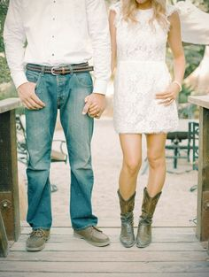 The perfect engagement shoot outfits?! Beautiful photos by Mariel Hannah Photography http://bridalmusings.com/2013/09/engagement-shoot-mariel-hannah-photography/