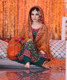 Bridal Mehndi Dresses, Mehendi Outfits, Indian Bridal Lehenga, Pakistani Bridal Dresses, Pakistani Wedding Dresses, Pakistani Fashion Party Wear, Pakistani Wedding Outfits, Bridal Outfits, Pretty Outfits