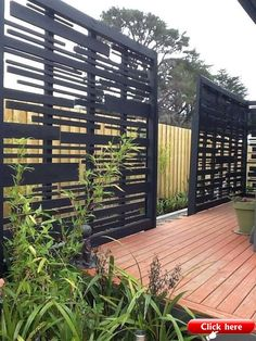 It's great to have wonderful backyard. But sometimes, you need your own privacy. an outdoor privacy screen. You can build your own DIY privacy screen. Backyard Privacy Screen, Privacy Fence Designs, Backyard Fences, Backyard Landscaping, Privacy Fences, Outdoor Privacy Screens, Landscaping Ideas, Decks With Privacy Walls, Privacy Trellis