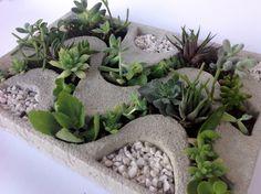 Vaso Temático - Calçadão Diy Cement Planters, Cement Flower Pots, Cement Garden, Concrete Crafts, Concrete Projects, Concrete Design, Meditation Garden, Pot Jardin, Tree Shop