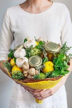 Edible Anti-cold Bouquet : 6 Steps (with Pictures) - Instructables Bouquet Cadeau, Candy Bouquet Diy, Food Bouquet, Gift Bouquet, Antipasto, Fruit Cake Watermelon, Fruit Cakes, Fruit Flower Basket, Vegetable Bouquet