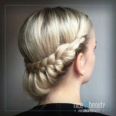 Her viser vores blogger Sabina, hvordan du nemt kan lave 2 håropsætninger. Se video'erne her!