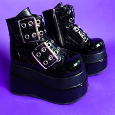 Aesthetic Grunge Outfit, Aesthetic Shoes, Emo Shoes, Mode Emo, Alternative Shoes, Grunge Outfits, Grunge Shoes, Pretty Shoes, Dream Shoes