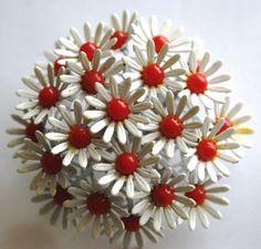 vintage daisy brooch #64