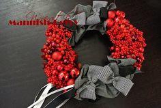 生徒さま作品❤︎この時期大人気のマニッシュベリー♩甘過ぎず大人シックなリースです♡ #christmas#christmaswreath#wreath#black#red#ornament#ribbon#fabric#bloomish#クリスマス#クリスマスリース#リース#マニッシュベリー#アーティフィシャルフラワー#ファブリック#お稽古#習い事