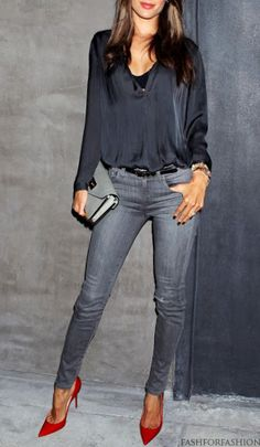 Love this. Black blouse, gray skinny jeans (an ELLE Fall 2013 denim trend), and red pumps. Fab.