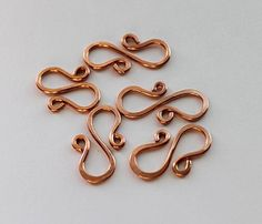 "video tutorial how to make ""S""-hook clasp."
