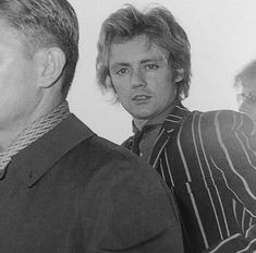 Me when one of my friends doesn't know who queen is - Me Honestly Roger is a whole ass mood 😌😂 I Am A Queen, Save The Queen, Great Bands, Cool Bands, Queen Drummer, Roger Taylor Queen, Ben Hardy, Greatest Rock Bands, Queen Freddie Mercury