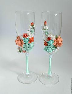 Wedding glasses with polymer clay flowers decor / Свадебные аксессуары ручной работы. Ярмарка Мастеров - ручная работа. Купить Свадебные бокалы с цветами мята и персик. Handmade. Мятный