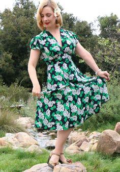 Bethany of TheGlamorousHousewife.com looks absolutely fabulous in the Ashley Dress in Crepe Myrtle! #trashydivaashleydress #trashydivacrepemyrtle