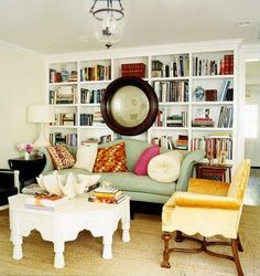I love this room, 'specially the pillows on the sofa and the perfect imperfection