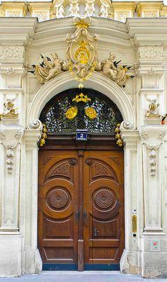 Beautiful entrance in Vienna, Austria Grand Entrance, Entrance Doors, Doorway, Cool Doors, Unique Doors, Architecture Baroque, Architecture Details, Door Knockers, Door Knobs