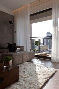Тюль для зала и спальни: традиционное убранство окон и современные идеи дизайна, 50+ впечатляющих фото http://happymodern.ru/tyul-dlya-zala-i-spalni-35-foto-izyashhnoe-ukrashenie-komnaty/ Красивый тюль для высоких потолков