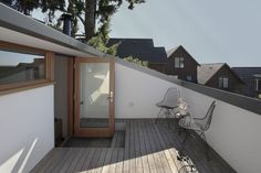 Built by SHED Architecture & Design in Seattle, United States with surface Images by Mark Woods. Located in Seattle's Leschi neighborhood the Main Street House takes its name from the unimproved right of way and pe. Roof Balcony, Roof Deck, Roof Top, Terrasse Design, Steel Stairs, Seattle Homes, Attic Design, Loft Room, Street House