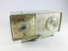 Vintage General Electric Clock Radio 1950s Mid di LivingAVntgLife
