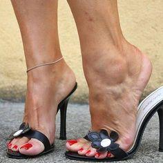 I love mules shoes ❤️ via @ftwrshpr #mules #mulesshoes #mulesaddict #heel #heels #highheel #highheels #shoes #shoesaddict #redtoes #toes #ankle #highheelsaddict #blackhighheels #feet #foot #footmodel...