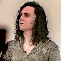 Just Tom Hiddleston Loki Avengers, Loki Thor, Loki Gif, Thomas William Hiddleston, Tom Hiddleston Loki, Loki Laufeyson, Marvel Dc, Marvel Universe, Loki Aesthetic