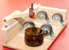 easy glass bottle cutter made up of common parts [UPDATED. Diy Bottle, Wine Bottle Crafts, Bottle Art, Beer Bottle, Bottle Cutter, Glass Cutter, Cutting Glass Bottles, Easy Woodworking Projects, Bottles And Jars