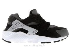 Nike Air Huarache GS Black Wolf Grey - Chaussure Pour Femme Huarache Femme 2014 Grey Sneakers, Air Max Sneakers, Sneakers Nike, Grey Huaraches, Baskets, Black Huarache, Kicks Shoes, Grey Nikes, Nike Air Max