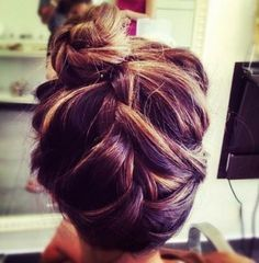 how would one do an upside down braid bun? must attempt.