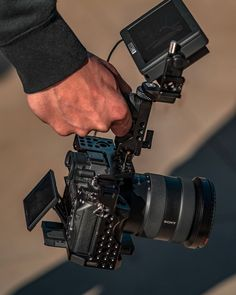 SmallRig Cage 2087 is exclusively designed for Sony Camera. It could offer lots of additional attachment options and enables the camera to release its potential to the utmost as per the needs of cameraman during shooting. Camera Rig, Camera Tripod, Camera Nikon, Camera Gear, Sony A6300, Sony A7s, Zink Printer, Medium Format Camera, Gifts For Photographers