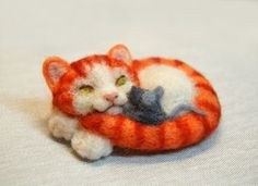 Needle felted cat brooch Needle felted by SkojSkojDesignStudio