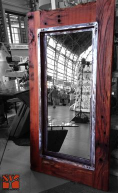Nativo Redwood.  Espejo con marco de Roble rústico con marco interior de fierro forjado y cristal espejo color bronce. Dimension: 0.70x1.50  Valor: $320.000  A pedido en Av. Camilo Henriquez 3941, Puente Alto. Fono: +56 9 62277920 nativoredwood@gmail.com www.nativoredwood.com  Facebook: /nativoredwood  Pinterest: /nativoredwood  Instagram y Twitter: @NativoRedWood Google +: /nativoredwood